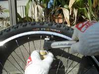 自転車の携帯用空気入れ